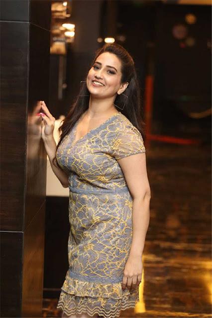 Telugu Anchor Manjusha Hot Cleavage Photos Actress Trend