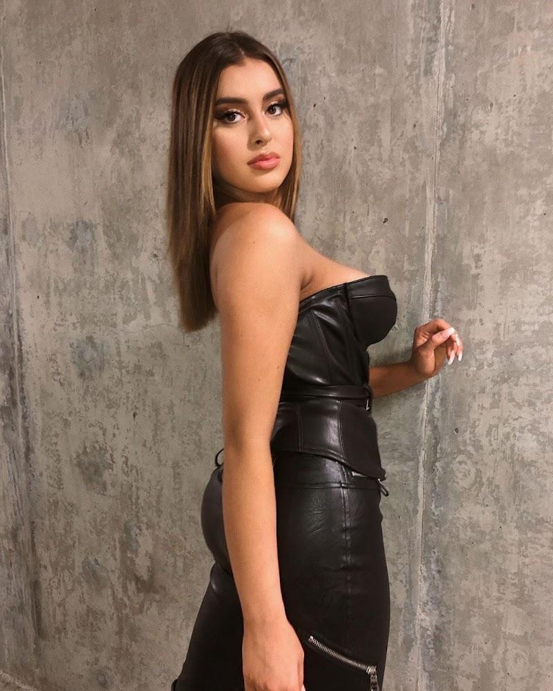 Kalani Hilliker INstagram Clicks 22 Mar-2020