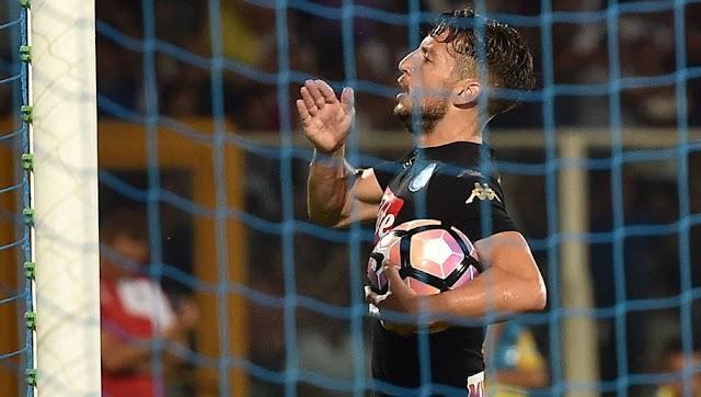 Mertens salva Napoli diante de Pescara