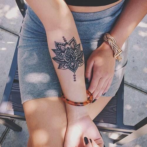 Dosis De Tinta Refleja Armonía Con Los Tatuajes De Mándalas