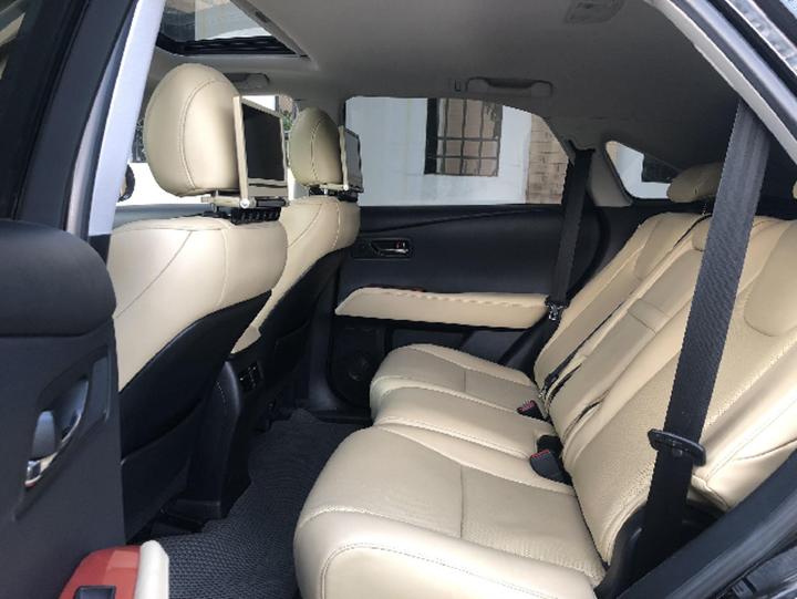Lexus RX 350 dùng 11 năm 'thét giá' ngang Hyundai SantaFe mới
