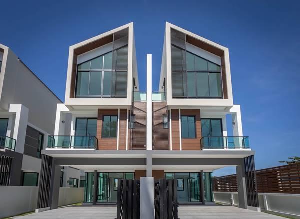บ้านหรู 3 ชั้น The Proud Bangsaen แนวคิดใหม่ใจกลางเมือง ดีไซน์สุดโมเดิร์น วัสดุสุดหรู พื้นที่เยอะพิเศษอย่างลงตัว