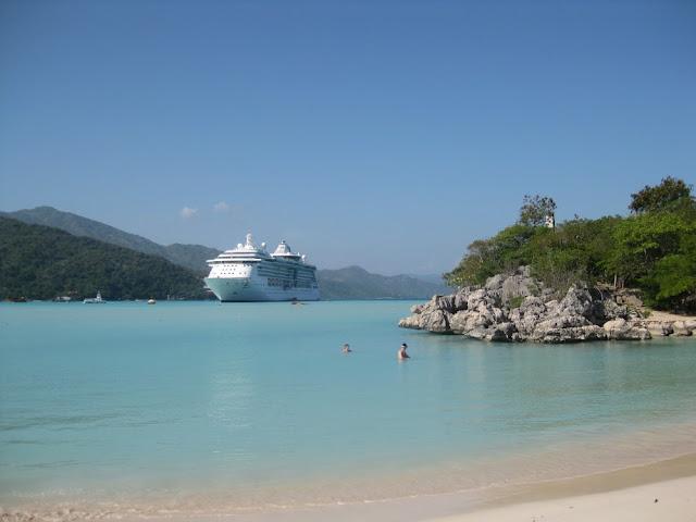 Labadee - Strand und Meer vor Schiff