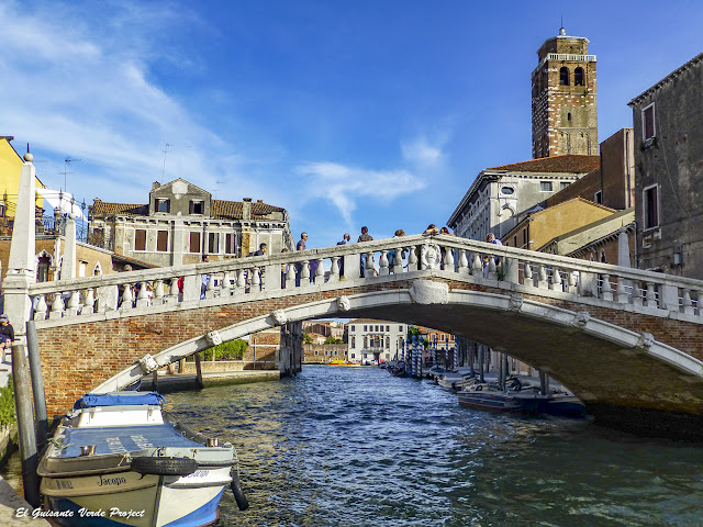 Puente de las Agujas y Torre Campo de San Geremia - Cannaregio, Venecia por El Guisante Verde Project