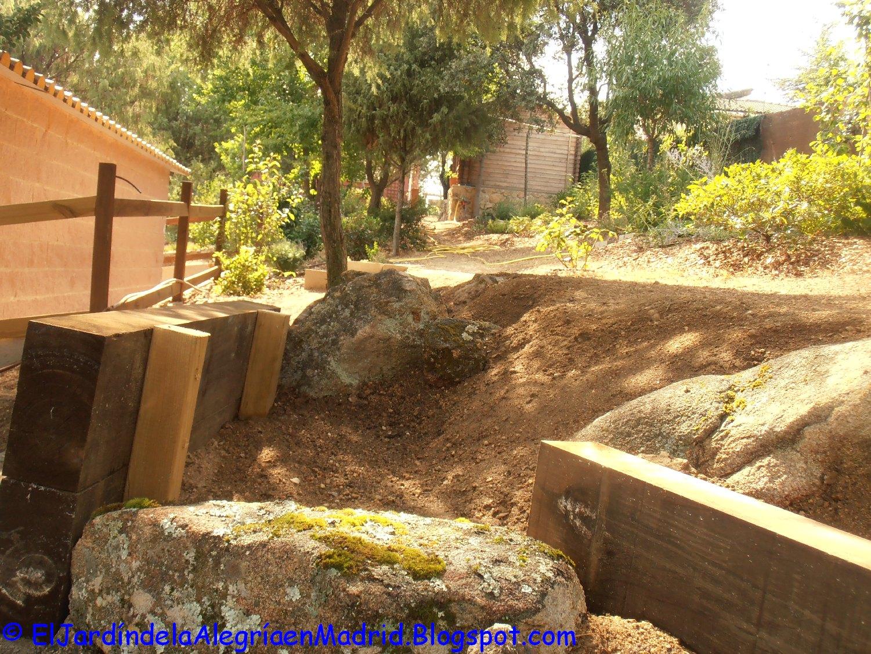 El jard n de la alegr a rocalla con bancos de piedra y for O jardin secret suresnes