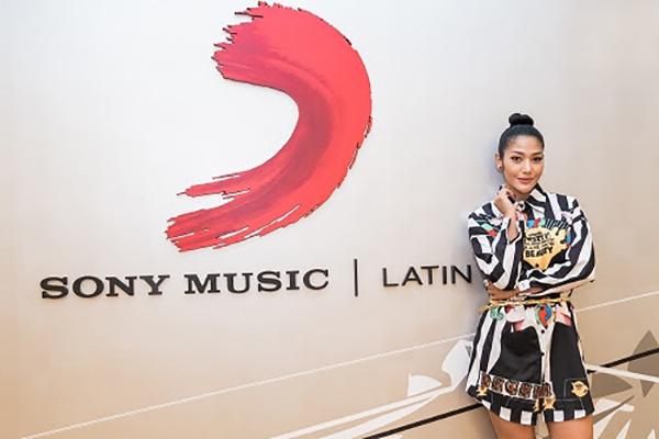 Farina firma contrato discográfico con Sony Music Latin