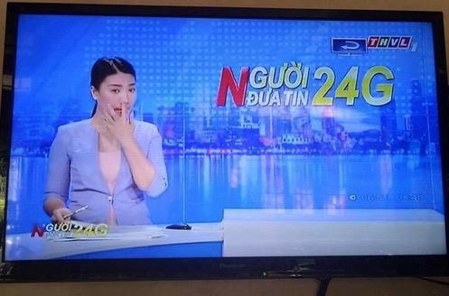 Nữ MC xinh đẹp ngoáy mũi trên sóng truyền hình gây sốc và sốt