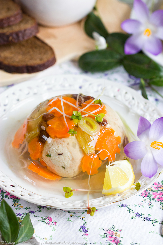 gałki z kurczaka w galarecie z kuchni żydowskiej