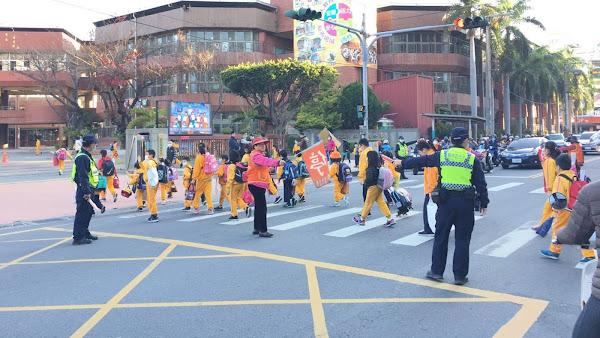 開學日啟動護童專案 彰化警察維護校園周邊秩序
