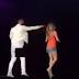 Fanática rechaza un beso de Maluma en pleno concierto ¡QUE ROCHEEE!