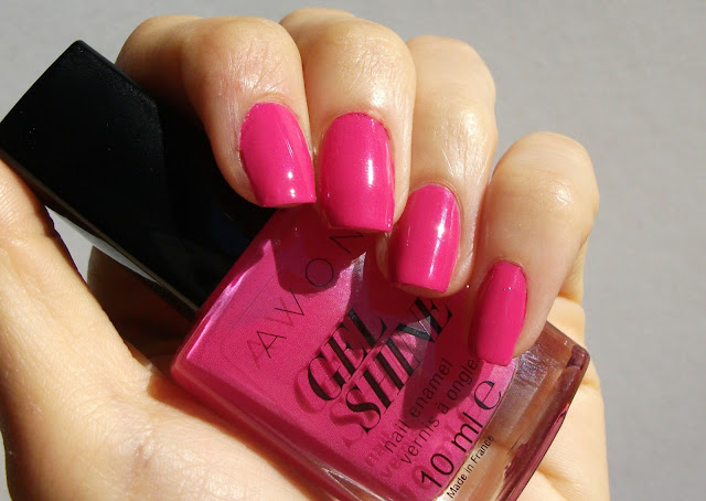 Avon GEL SHINE nail polish Parfait Pink, review and swatches outdoor direct sunligh