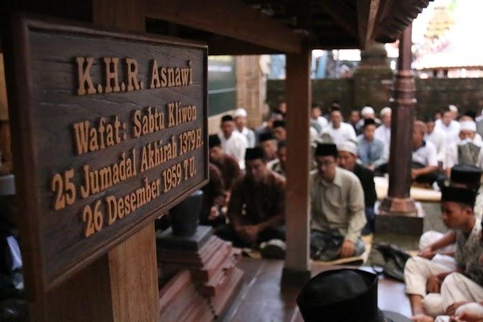 Wasilah Jodoh di Makam Nyai Hamdanah Asnawi Kudus