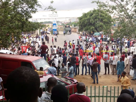Attack: #ResumeOrResign group suspends protest in Abuja, moves to Lagos