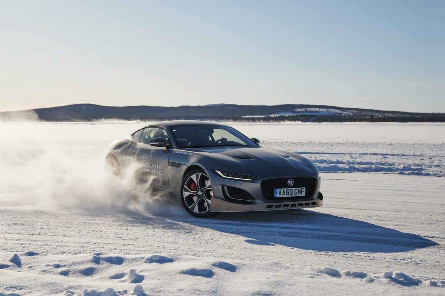 جاكوار القيادة على الجليد