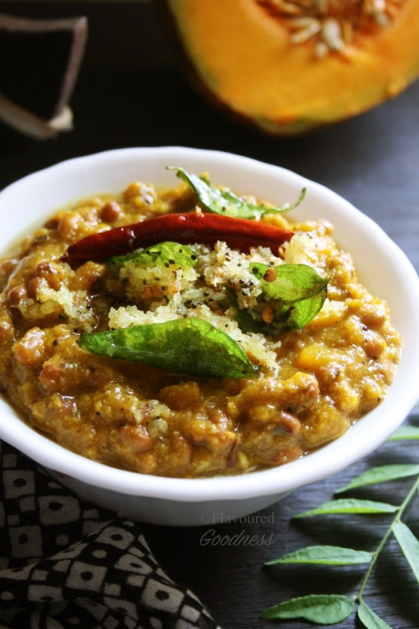Pumpkin Erissery Kerala Style | Mathanga Van Payar Erissery - Onam Sadhya Special