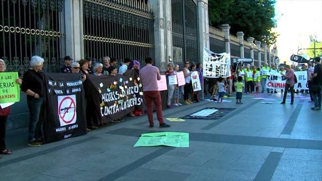 Activistas protestan contra comercio y feria de armas en España