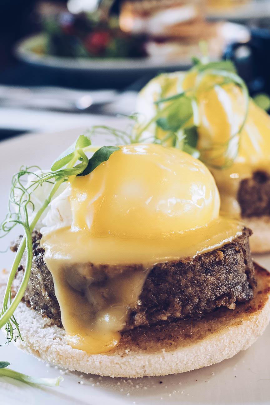 Haggis eggs benedict