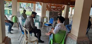 Turut Berbelasungkawa, Kapolsek Maiwa Bersama Personilnya Melayat Ke Rumah Duka Warga Yang Meninggal