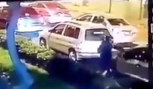 Asaltante en moto bajo a robar a conductor y este lo recibió de un balazo en la frente, sucedió en la CDMX