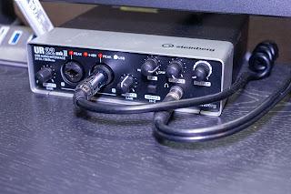 オーディオインターフェイスからデスク裏に VCC-90 を配線