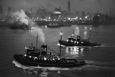 http://www.gamma-rapho-expos.com/var/gr/storage/images/media/images/visuels-expositions/un-photographe-en-liberte-jean-philippe-charbonnier/new-york-10-decembre-1953/2148-1-fre-FR/New-York-10-decembre-1953.jpg