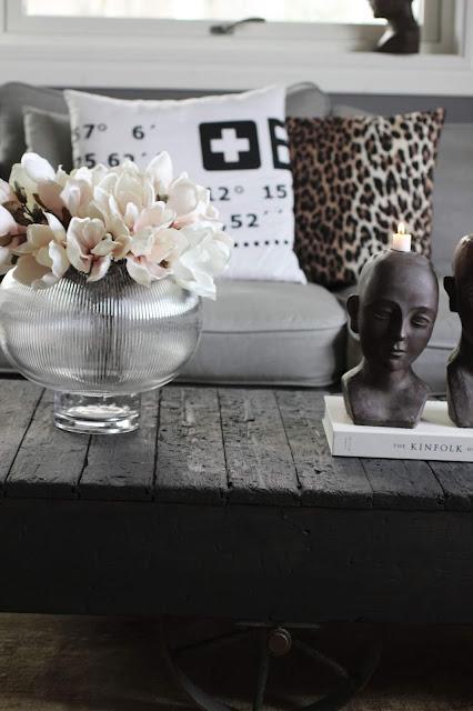 annelies design, webbutik, webbutiker, webshop, nätbutik, inredning, ljusstake, ljusstakar, ansikte, konstgjorda, blommor, blomma, naturtrogna, vardagsrum, vas, magnolia, magnolior