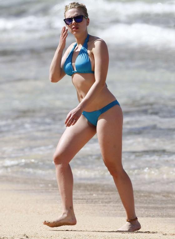 scarlett johansson sexy bikini pics 04