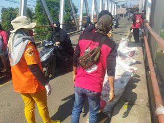 LSM MAPPEGAS beserta sejumlah Organisasi Garut Selatan, Lakukan Baksos bersih sampah dan Donor Darah