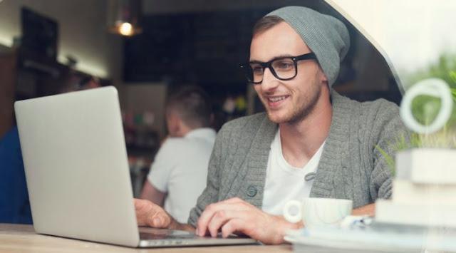 Memabaca artikel terbaik untuk menghilangkan bosan saat nulis