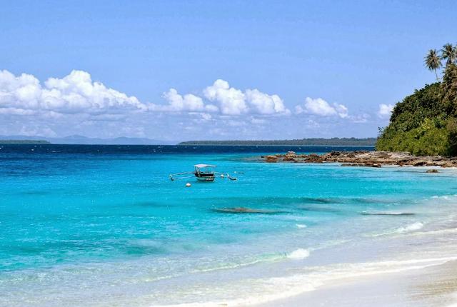 Destinasi Wisata Pantai Foa