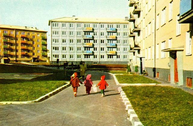 1962 год. Rīga. Jauno dzīvojamo namu kvartāls Juglā (V. Upīša krāsu foto Atklātņu komplekts «Rīga». Latvijas Valsts izdevniecība)