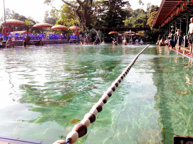 relaksasi air panas di ciater lembang bandung