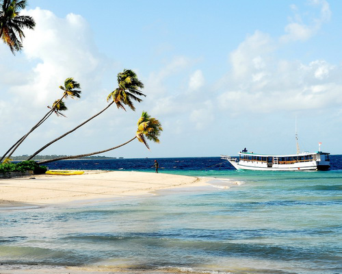 Travel.Tinuku.com Wakatobi National Park, paradise islands and atolls line in Coral Triangle for diving and snorkeling