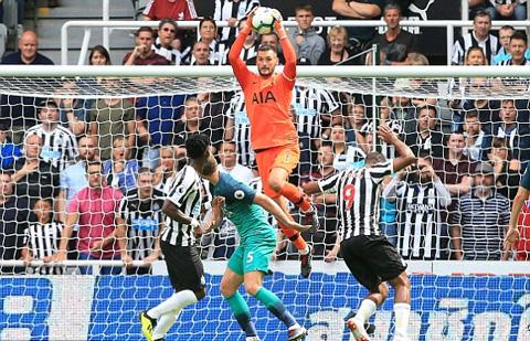 Newcastle thi tốt những may mắn không đứng về phía họ
