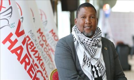 Kisah Islamnya Cucu Nelson Mandela, Diusir dan Ditolak Sukunya