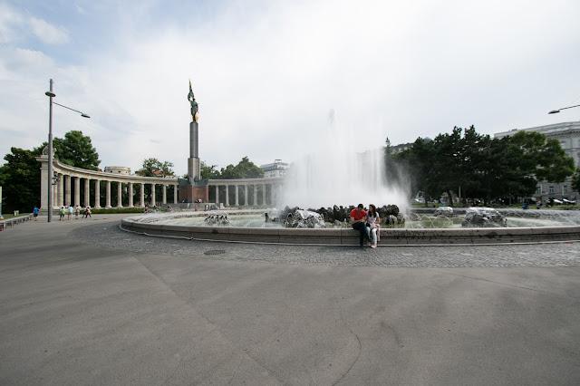 Monumento con fontana-Vienna