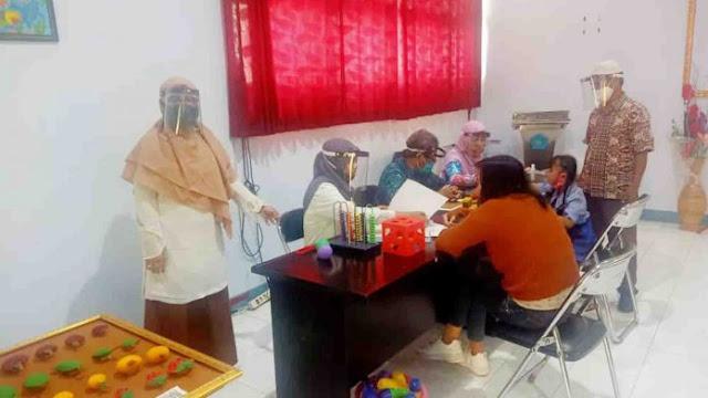 Model Pembelajaran Tatap Muka Terbatas Hingga Orang Tua Datang Mengambil Materi