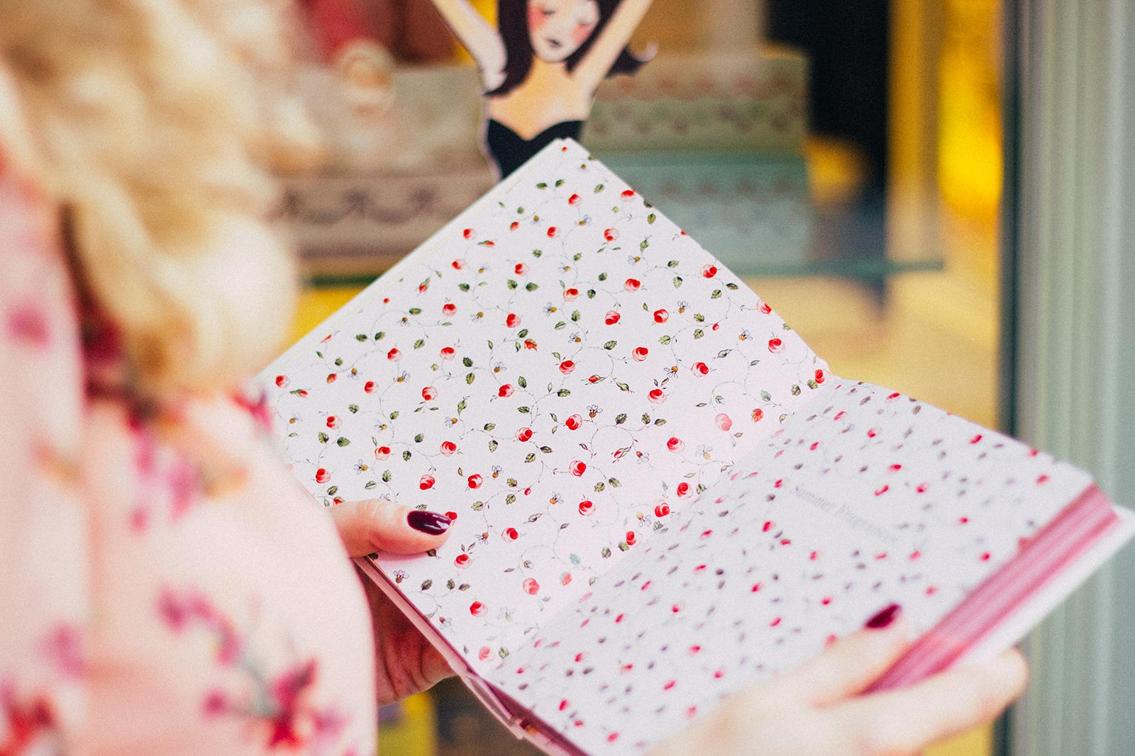 margarita_maslova_pink_floral_dress_laduree_moscow_marsala_heels