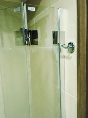 Hotel Afrodyta, Radziejowice, prysznic, uchwyt na ręcznik