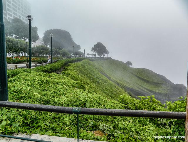 Parque público nas falésias de Miraflores, Lima