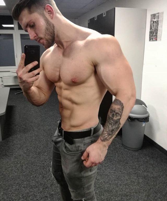men-huge-upper-body-selfie-shirtless-beefcake-hunk-swole-biceps-big-pecs