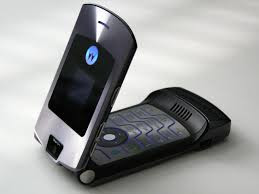 MOTOROLA could bring your favourite FLIP PHONE BACK see what it looks like