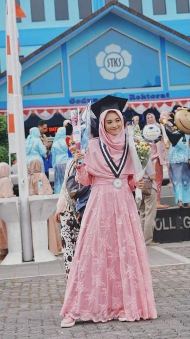 Hijab Wisuda Menutup Dada Nusagates