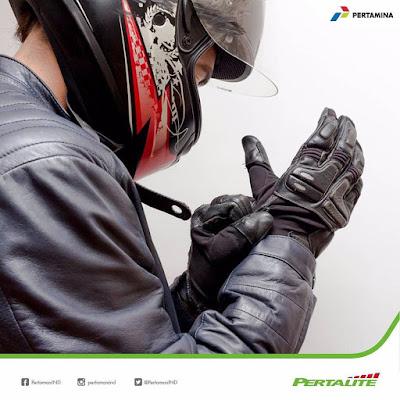 Pentingnya Sarung Tangan Saat Mengendarai Motor