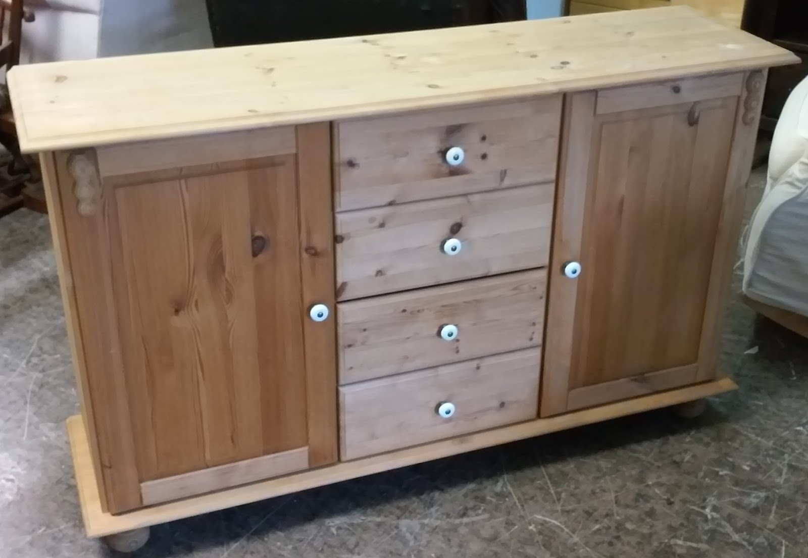 Uhuru Furniture Collectibles Sold 4 39 Country Pine Buffet 80