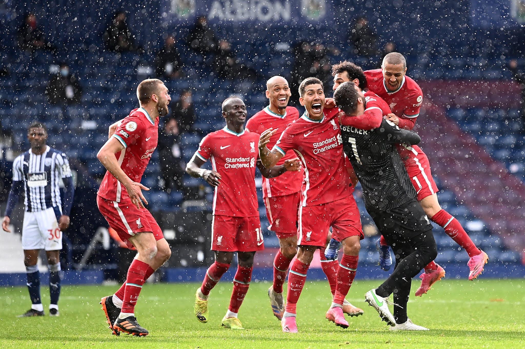 محمد صلاح يحتفل مع ليفربول