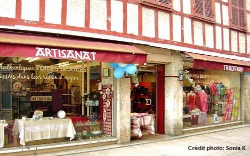 visiter le pays basque fran ais et le bearn le labourd bayonne linge basque artisanat. Black Bedroom Furniture Sets. Home Design Ideas