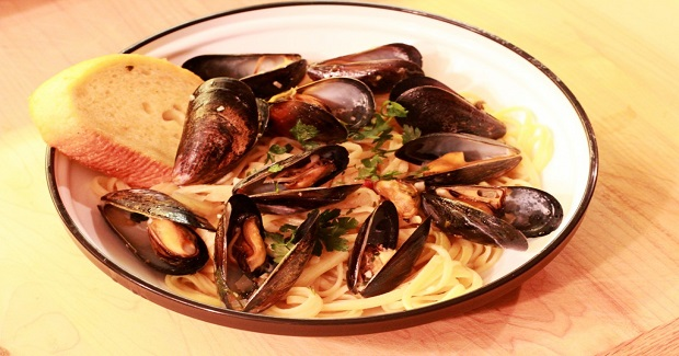Mussels With Wine And Garlic Sauce Recipe