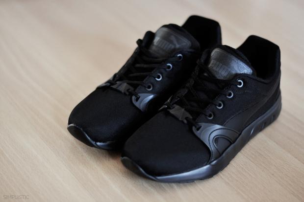 czarne buty sportowe marki puma