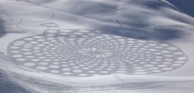 Stunning Snow Patterns by Simon Beck (Snow Art) 3